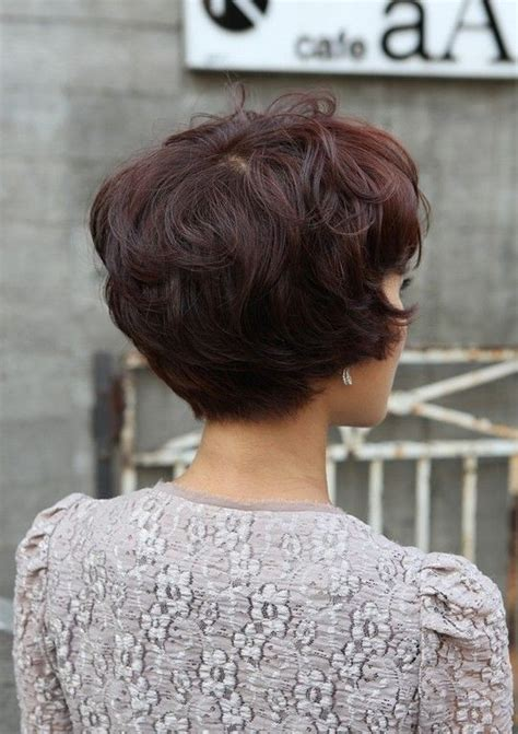 shorter hair in the back in yhe back longer on the front pics layered short hairstyle back view short hairstyle 2013