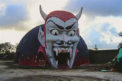 creepy roadside attractions the most amazing abandoned roadside attractions