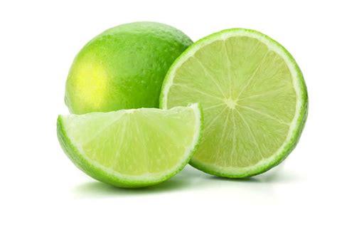 imagenes de limones verdes cuatro beneficios de tomar agua de lim 243 n que no sab 237 as