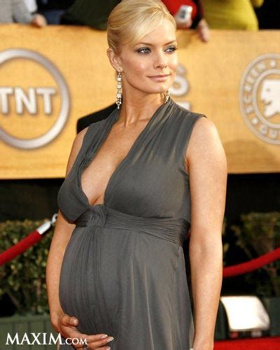 Jaime Pressly Took Nine Pregnancy Tests by Maxim Va 9 Ba Bau Nong Bong Tay The Gioi Sao