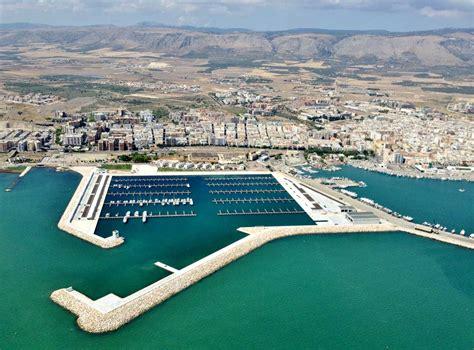 porto turistico manfredonia manfredonia porto turistico visuale e barche a settembre