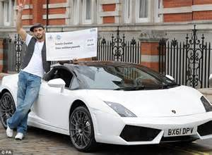 Lamborghini To Buy Cage Fighter Gavin Davies Who Scooped 163 1m Lotto Prize
