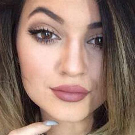 jenner makeup taupe eyeshadow mauve lipstick style
