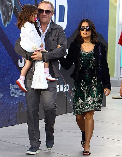Salma Hayek Quits Habit Hollyscoop by Salma Hayek S Promise To Quit Goes Up In Flames As