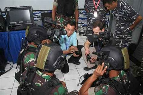 Tactical Resleting Khusus Team untuk misi vbss kopaska tni al dilengkapi savox integrated tactical headger system
