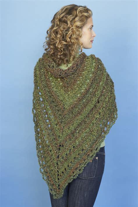 prayer shawl pattern homespun yarn splendid triangle shawl in lion brand homespun 80982ad