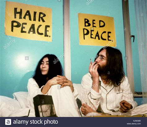 bed in for peace john lennon and yoko ono at week long bed in for peace at