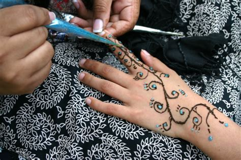 tatuajes de henna de colores batanga