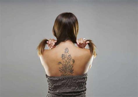 tatuaggi fiori schiena tatuaggi femminili sulla schiena i pi 249 originali foto
