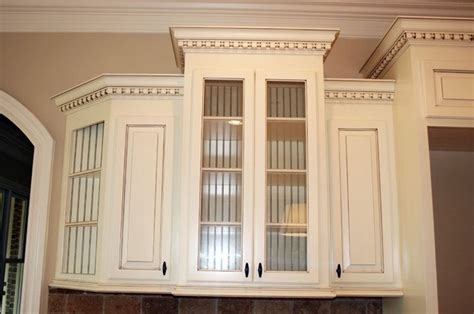 Kitchen Cabinet Door Trim Molding Crown Molding On Cabinets With Crown On Walls I Don T Like The Cabinets But The Idea Is