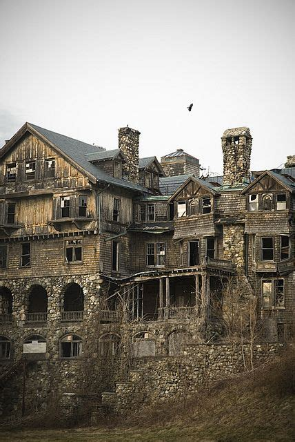 mansiones abandonadas en lo profundo bosque ruso