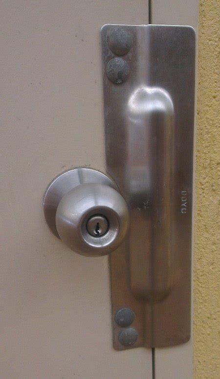 prevent  bedroom door   opened