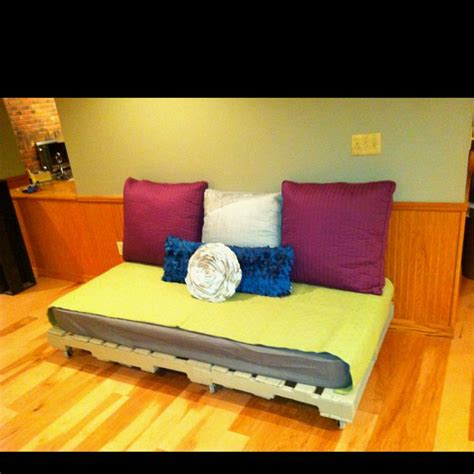Twinpets Kaos 6 pallets the mattress for the bed god i pallets crafts projects