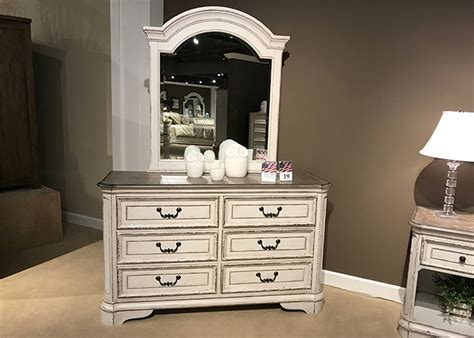 Magnolia Manor Bedroom Set by Magnolia Manor Youth Bedroom Set In Antique White Finish