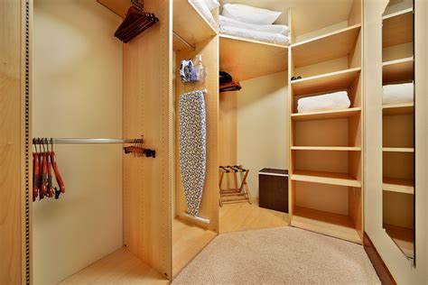 Walk In Closet And Bathroom by 23 Master Bedroom With Walk In Closet And Bathroom