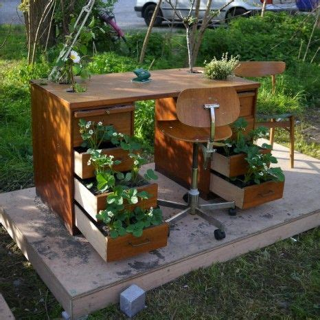 desk planter 9 best images about desk planter ideas on pinterest gardens garden ideas and recycled materials