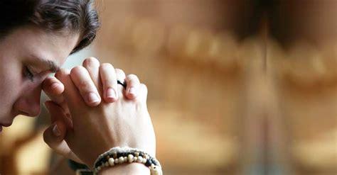 imagenes cristianas manos orando 8 oraciones poderosas para comenzar tu d 237 a bajo la