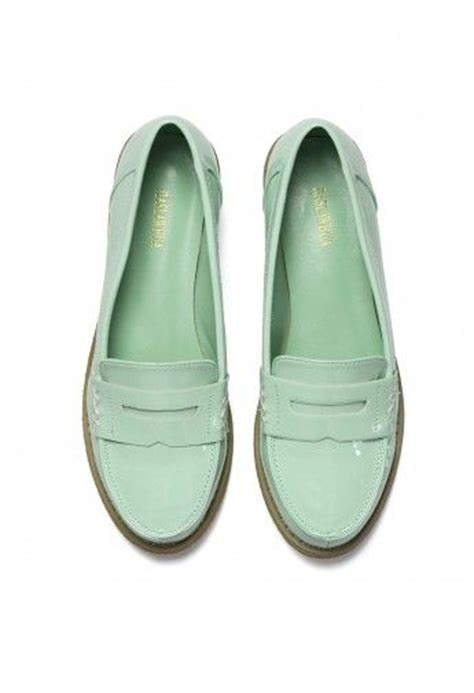 oxfords vs loafers 92 best oxfords vs loafers images on flats