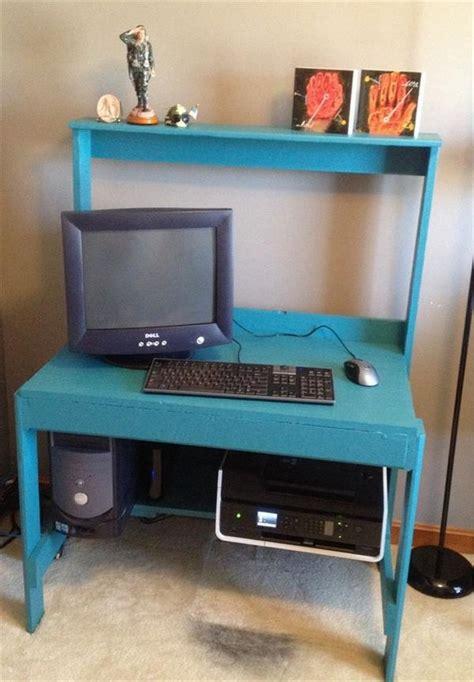 make computer desk pallet computer desks pallet wood projects