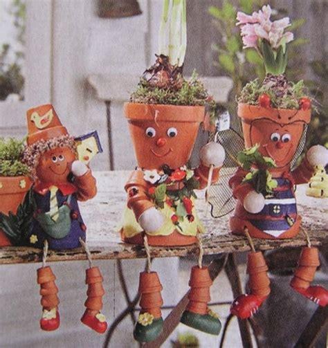 Décoration Pot De Fleur En Terre Cuite by Bonhomme En Pot De Fleur Maison Design Apsip