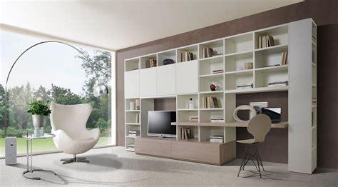 immagini librerie d arredamento angolo studio in soggiorno integrato nella libreria o in