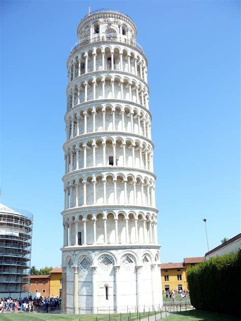 Kaos Menara Pisa Tuscany Itali gambar arsitektur bangunan pencakar langit tengara
