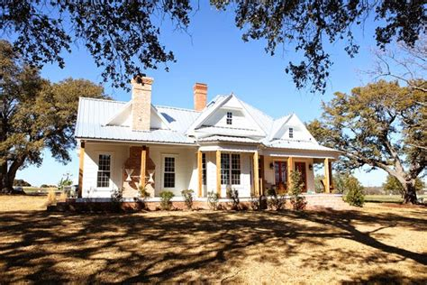 chip gaines farm vintage farmhouse fixer upper