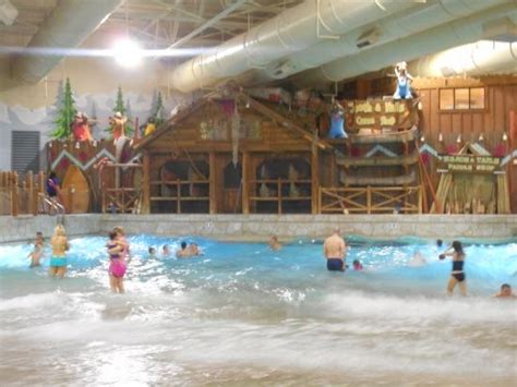 great pool water park picture of great wolf lodge scotrun