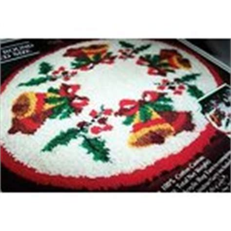 latch hook christmas tree skirt kits vintage latch hook kit tree skirt 07 19 2009