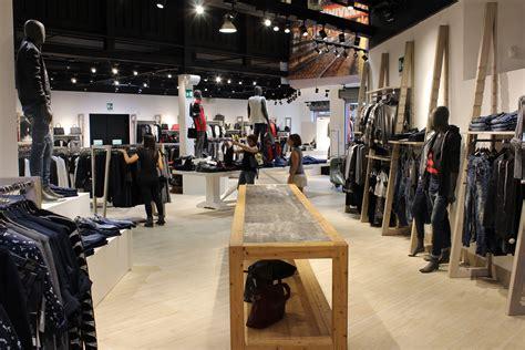arredamento negozio di abbigliamento come arredare un negozio di abbigliamento con stile e
