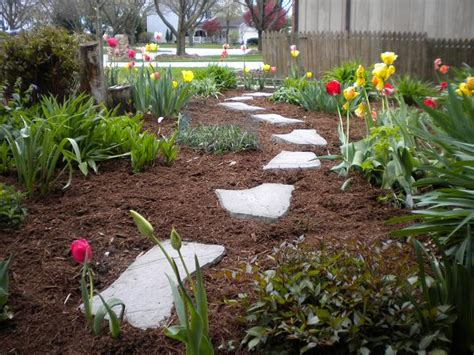 how to mulch flower beds this week in the garden weekend edition ordinary mostly