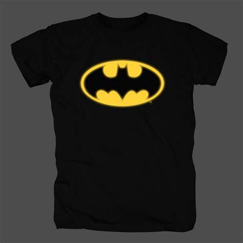 Kaos Logo Batman Glow In The bravado batman logo glow in the justice league t shirt merch