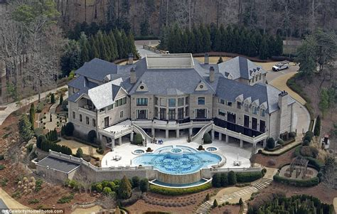 tyler perry house for sale omg tyler perry s house is simply amazing 28 jaw dropping pics t v s t