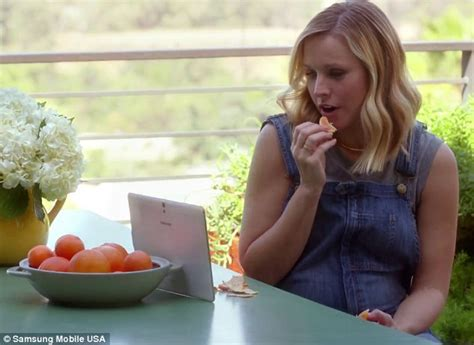 cottonelle commercial actress pregnant pregnant kristen bell stars in new samsung galaxy tab s
