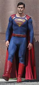 tyler hoechlin makes his superman debut for cw s supergirl