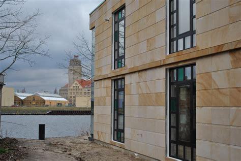 hausfassade platten fasade aus sandstein