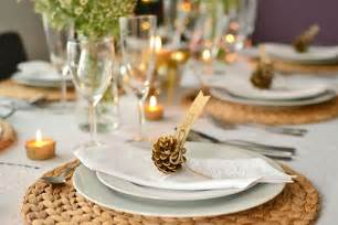 dinner table decor natural fiber placemats small pine cones in the plate