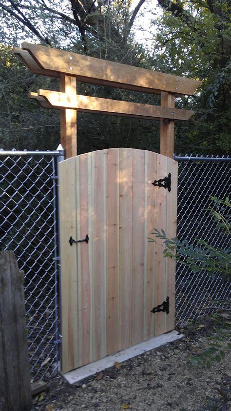 saturday project simple cedar pergola  gate  dress