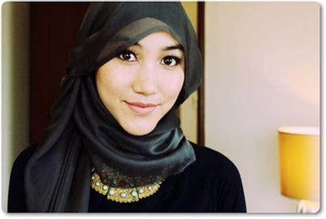 Jilbab Instan Untuk Wajah Bulat saya itu aku model jilbab untuk wajah yang bulat