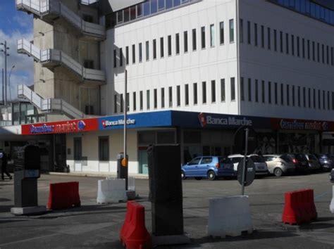 uffici comunali roma l aquila dipendente comune muore negli uffici di via roma