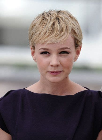 hair stlyes with side parting oval face small forehead carey mulligan short side part messy pixie kim