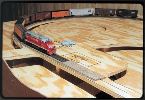 build  table   small model railroad worlds