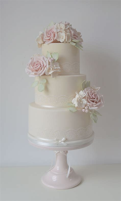 luxury wedding cakes  lancashire   north west