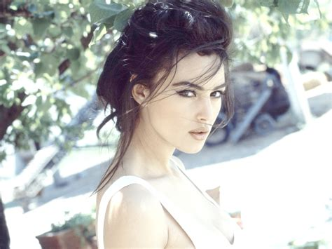 monica bellucci birthplace monica bellucci wallpapers pictures images