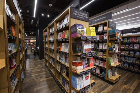 amazon new books amazon s new bellevue bookstore shows brick and mortar