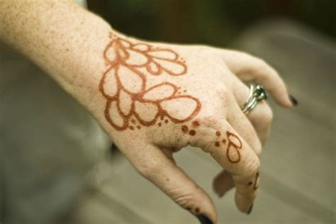 how to do a henna tattoo at home how to make henna tattoos diy recipe cool