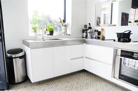 騁ag鑽e rangement cuisine sup 233 rieur plan de travail cuisine effet beton 11 dans