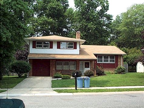 Split Houses file traditional side split level home jpg wikipedia