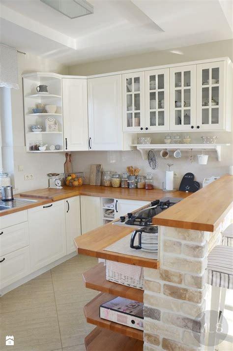 B Home Interiors bia a kuchnia z drewnianym blatem kuchnia zdj cie od mls
