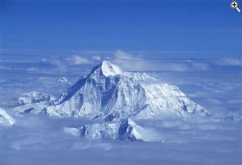 summit rescue israeli gives up everest summit to rescue turkish climber